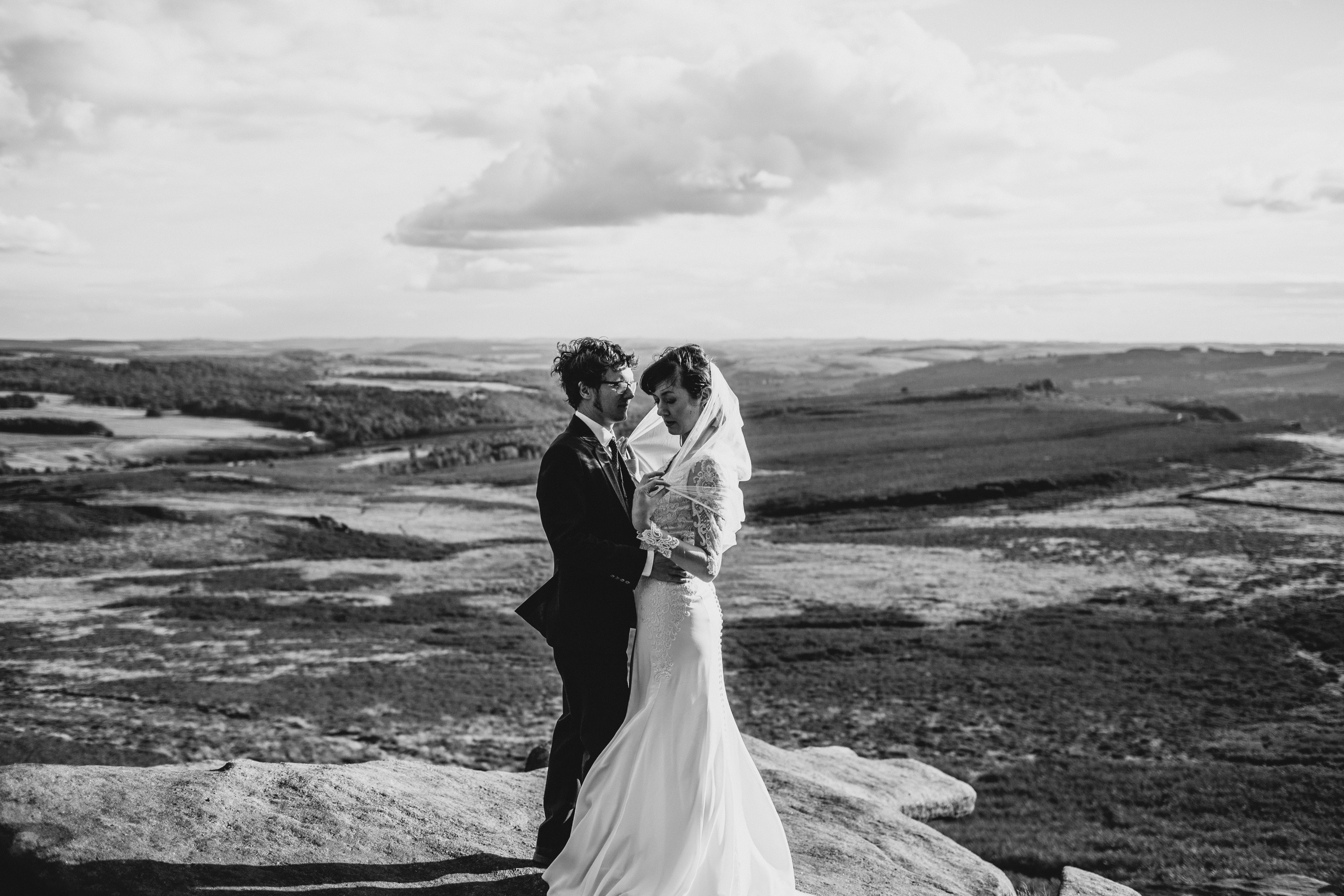 black and white photo of couple hugging at the Peak District