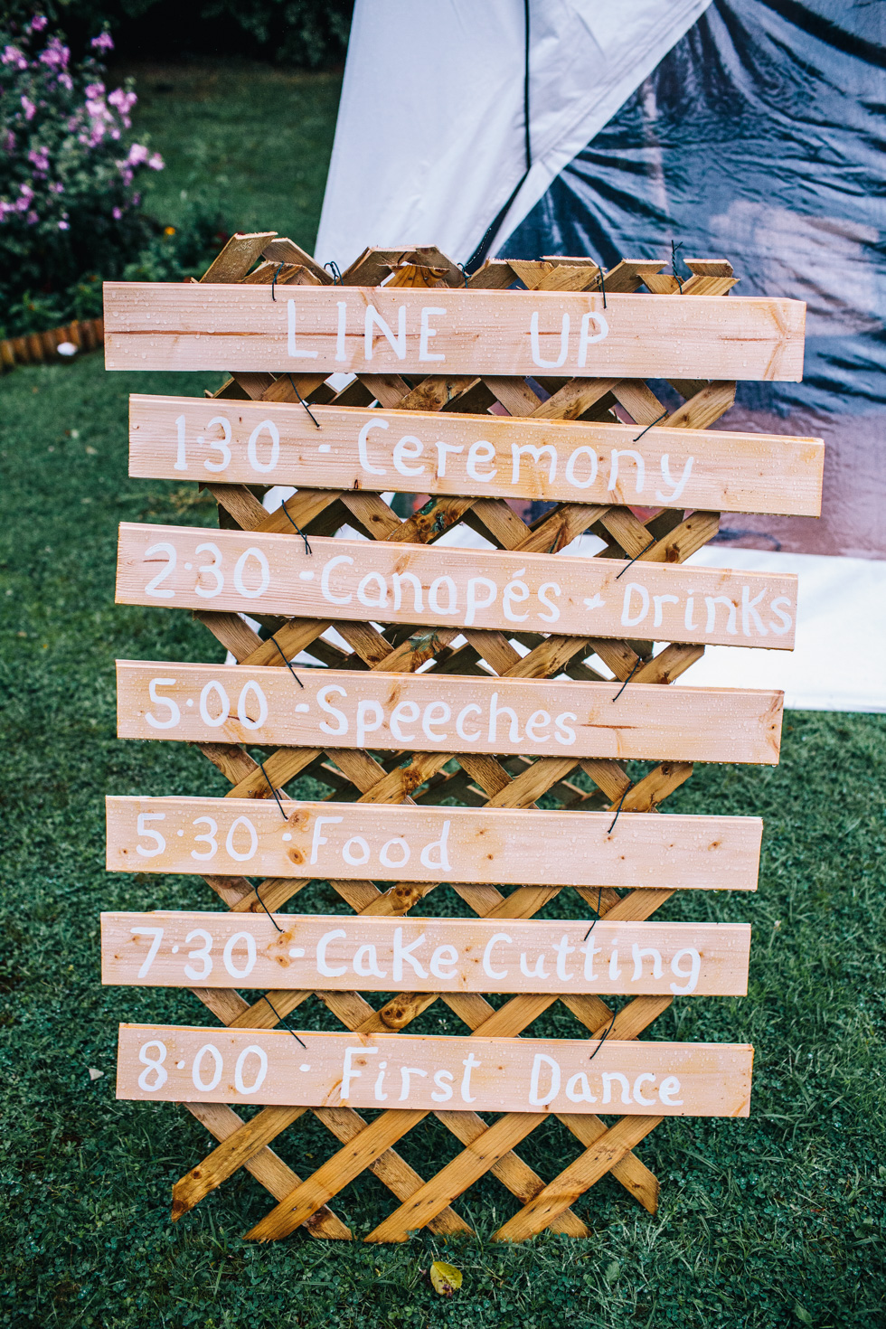running order of the day on wooden pallet